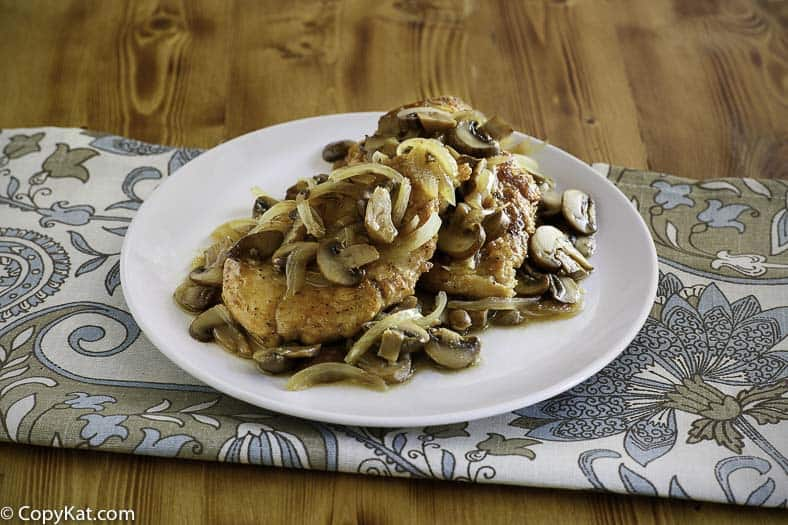 You are going to love this scrumptious Olive Garden Chicken Marsala when you make it at home.