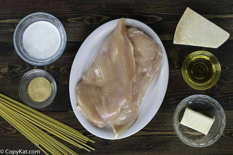 Ingredients for making the copycat recipe for Olive Garden Grilled Chicken Alfredo.