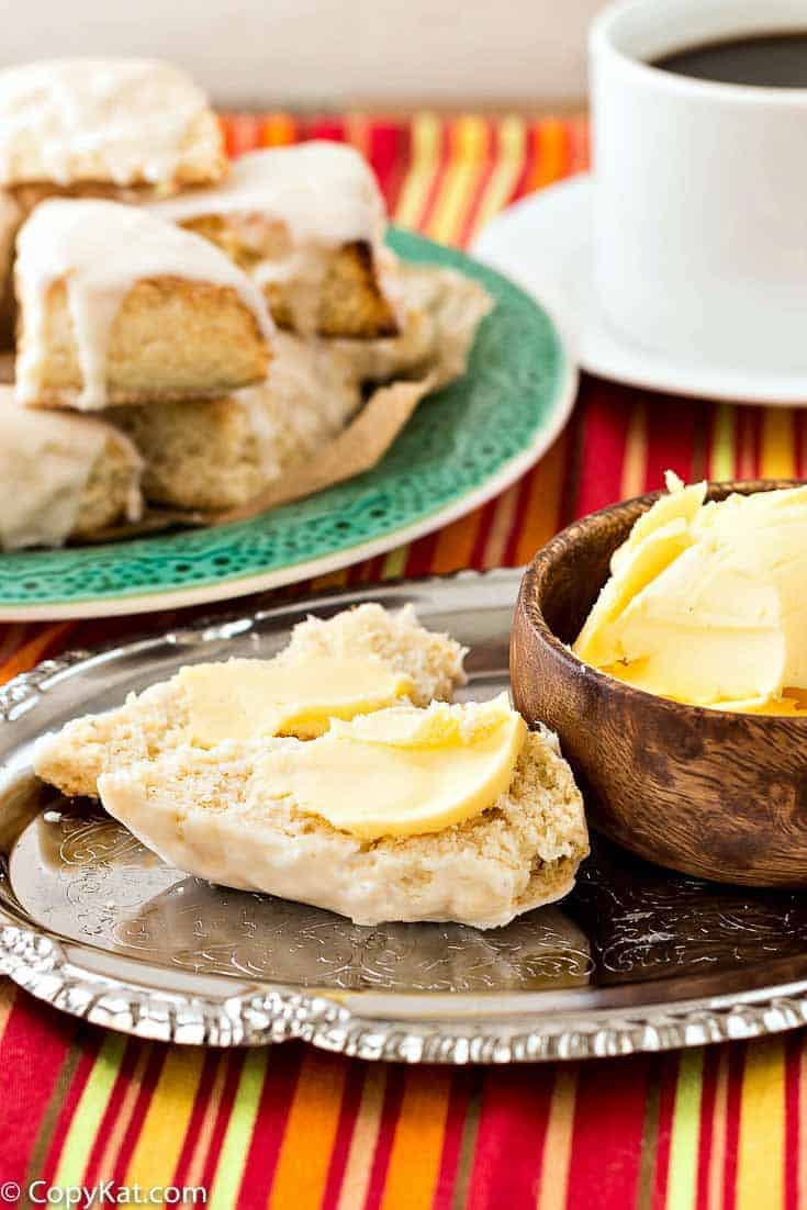 Try your hand at a delicious Starbucks Petite Vanilla Scone with this easy recipe.