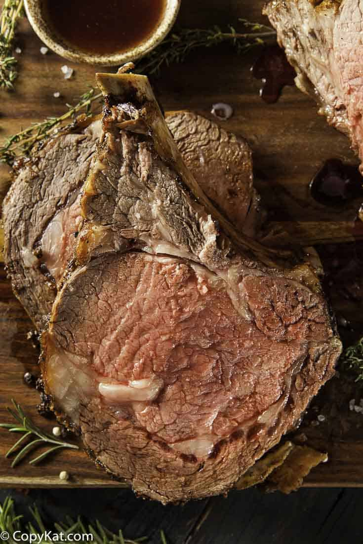 Learn how to make the perfect roast beef in the oven! Step by Step instructions on how to make a delicious roast beef.