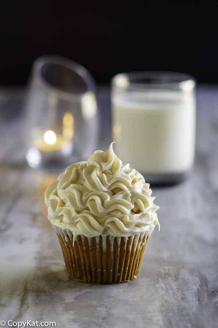 Unlock the secret to Publix Buttercream Icing with this copycat recipe.