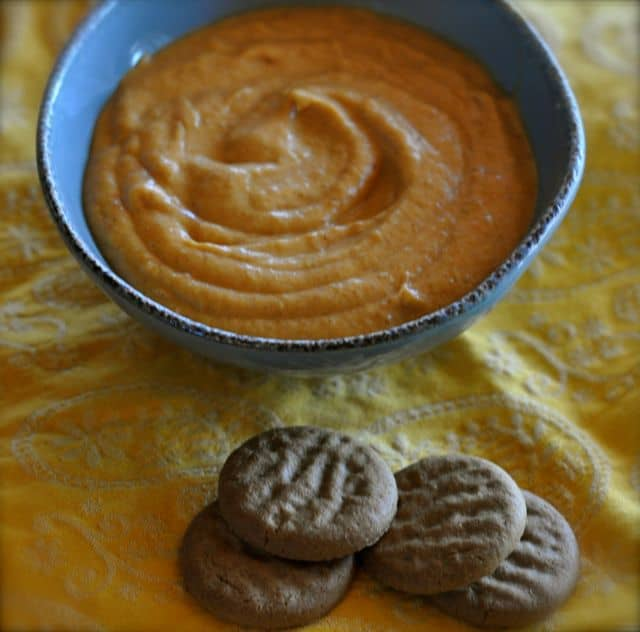 pumpkin pie dip and gingersnap cookies