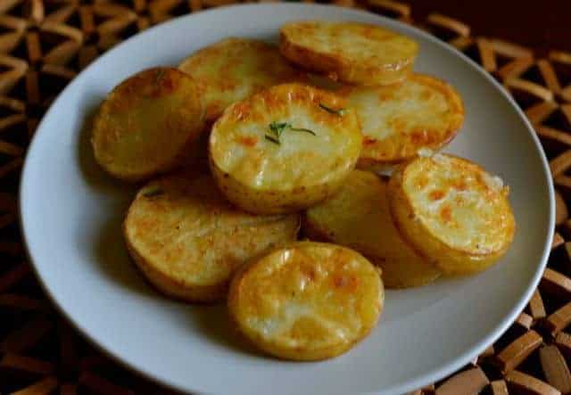 fried potatoes with garlic and rosemary