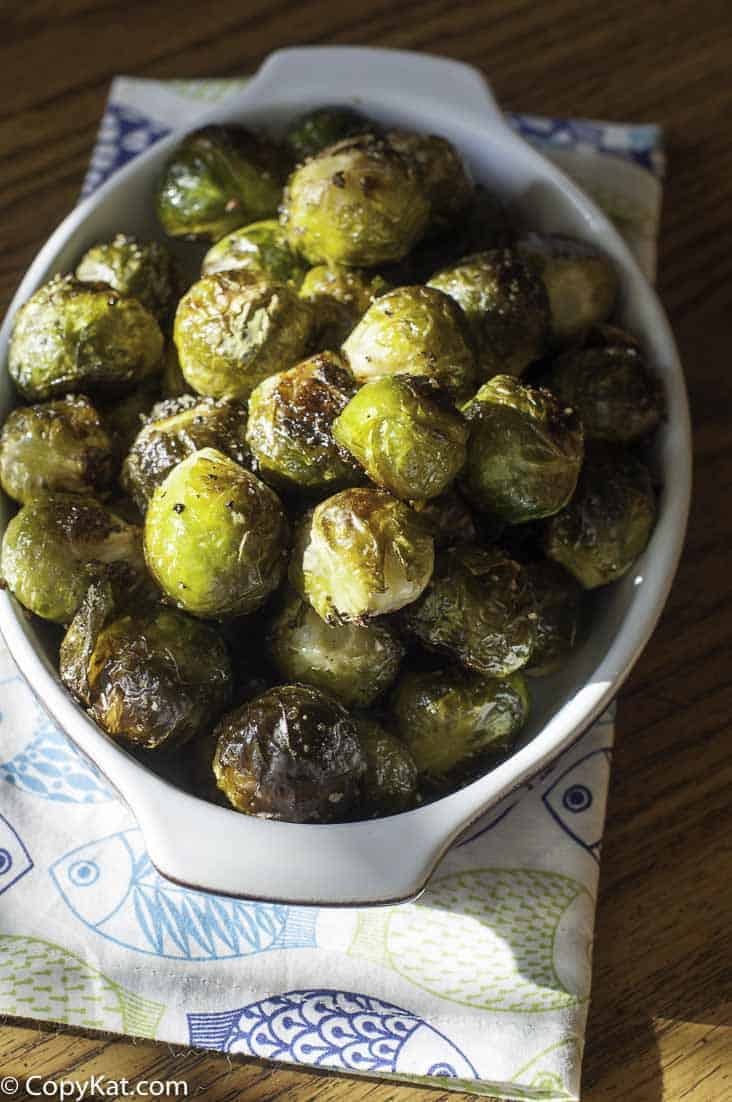 Make Red Lobster Fresh Roasted Brussel Sprouts just like they do at home.  Fresh petite Brussel Sprouts are roasted until crispy on the outside, and tender on the inside.   These are drizzled with a delicious brown butter sauce.