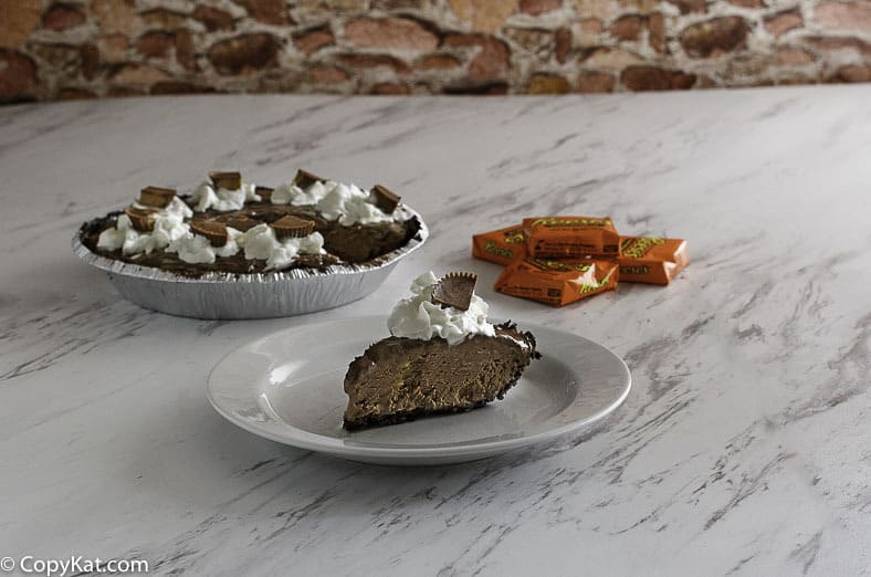 Make your own Baskin-Robbins Reese's Peanut Butter Pie at home.