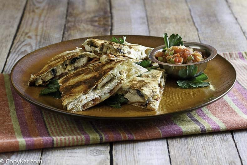 Make your own homemade Outback Steakhouse Alice Springs Quesadilla at home.